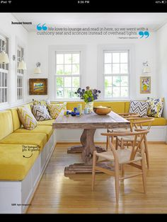 Banquette seating for 10 at this family breakfast table- extend bench Coin Banquette, Banquette D Angle, Kitchen Booths, Kitchen Benches, Kitchen Booth Seating, Kitchen Banquette Seating, Dining Room Bench Seating, Kitchen Bench With Storage, Table With Bench
