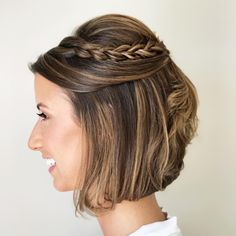 We show you fantastic short hair updos for all those celebrations in life! Show up in style with a gorgeous formal look that will last all night long. Short Wedding Hair, Braids For Short Hair, Cute Hairstyles For Short Hair, Trending Hairstyles, Short Curly Hair, Up Hairstyles, Short Hair Cuts, Braided Hairstyles, Curly Hair Styles