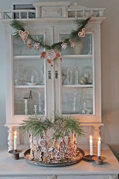 Gingerbread garland and cookies, arranged with greenery, by Vibeke Saether Svenningsen of Vibeke Design in Norway Christmas Gingerbread House, Cottage Christmas, Christmas Mood, Merry Little Christmas, Scandinavian Christmas, Rustic Christmas, Christmas Crafts, Gingerbread Houses, Gingerbread Cookies