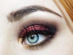 Elegant makeup look, christmas perfect.
