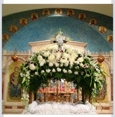 Good Friday replica of the tomb at St. Church Flower Arrangements, Church Flowers, Floral Decorations, Table Decorations, Orthodox Easter, Crucifixion Of Jesus, Greek Easter, Holy Week, Love The Lord