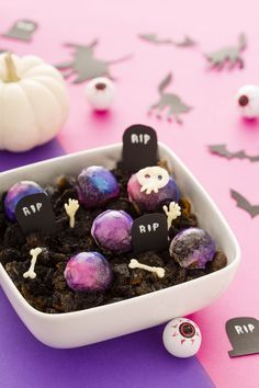 Looking for a few Halloween party planning hacks? Check out this step-by-step DIY recipe for a quick, simple and spooky Dunkin' Donuts MUNCHKINS® interstellar graveyard dessert made with donuts, powdered sugar, butter, milk + edible spray paint for a memorable + Instagram-worthy dessert.
