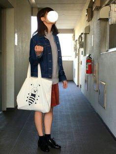 今回はレディースの服装を〜 ヤエカのトートバッグ、昨日の投稿で自分が持ってるものと同じシリーズのもの