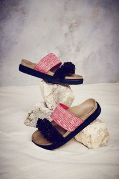 double band red raffia and black fringes Black Espadrilles, Fringes, Cowboy Hats, Ss 17, Band, Clothes, Shoes, Fashion, Tall Clothing