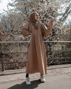 Image Screenshot 1 in Admin's images album Hijab Outfit, Hijab Casual, Modest Fashion Hijab, Modern Hijab Fashion, Street Hijab Fashion, Muslim Women Fashion, Modesty Fashion, Outfits Casual, Hijab Fashion Inspiration