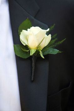 plain rose boutonniere, i love that the wrap is black and blends into the suit!