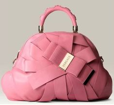 An editorial on Versace handbags, purses and your favorite accessories. Get prices and shopping advice on Versace designer bags and purses. Chanel Handbags, Purses And Handbags, Pink Handbags, Fashion Bags, Fashion Accessories, Fashion Clothes, Style Fashion, Versace Bag, Versace Pink