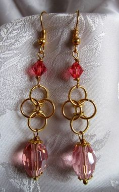 Orecchini chainmail dorati,cristallo rosa corallo  di Piccoli Capricci di Mara su DaWanda.com