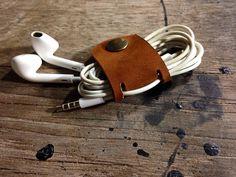 Handgearbeiteter Kabelhalter Lederband Cable von 896LeatherShop