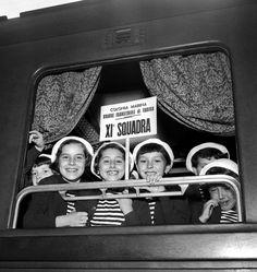 IlPost - I figli dei dipendenti Fiat partono per la colonia estiva dalla stazione di Porta Nuova, Torino, 9 giugno 1955 (Silvio Durante / LaPresse Archivio storico)