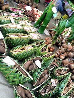 Market in Port Vila, Vanuatu Photo: Alessandra Zecchini Farmers Market Display, Travel Pictures, Travel Pics, Outrigger Canoe, Traditional Market, Shopping Places, Holiday Places, Rock Pools, Photo Essay