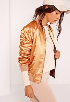 The American bomber jacket is getting serious this season, so go bold or go home in this pretty premium! This jazzy jacket will add a touch of sports luxe to your everyday style, or add a dose of romance to your casual evening with the girl...
