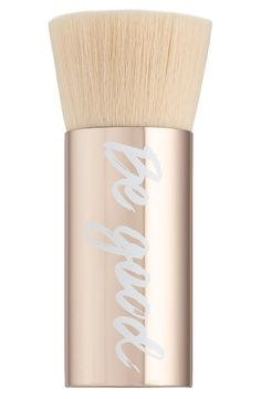 This extra-large brush with a limited-edition handle and luxuriously soft bristles delivers fast, controlled sheer-to-full coverage to reduce application time.