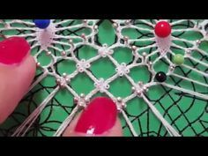 Cruce de cadenetas con pippiolini presillas - YouTube Needle Tatting, Needle Lace, Wire Crochet, Crochet Lace, Bobbin Lacemaking, Plastic Canvas Stitches, Lace Art, Bobbin Lace Patterns, Lace Jewelry