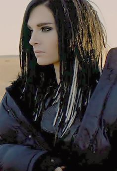 Bill Kaulitz-My absolute FAVORITE look on Bill..wish he could have kept it :(