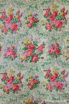 Vintage Home - Pretty 1950s Floral Hanging Wardrobe .