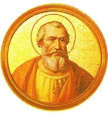 """34.- San Marcos (336-336)  Nació en Roma. Elegido el 18.I.336, murió el 7.X.336. Estableció que el Papa debía ser consagrado por los Obispos de Ostia. Instituyó el """"palio"""" actualmente en uso y tejido con lana blanca de cordero bendito y cruces negras. Se hizo el primer calendario con las fiestas religiosas."""