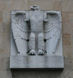 Reichsadler de Tempelhof, Berlín.  ]]>