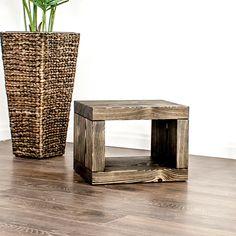 Ein Beistelltisch oder Nachttisch passend zum Massivholzbett von farao design. Furniture, Home Decor, Design, Nightstand, Wood Working, Dinner Table, Oak Tree, Rustic, Switzerland