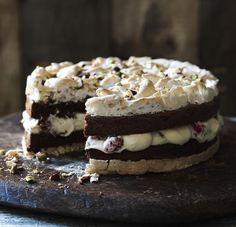 Hierdie koek is eintlik 'n Amerikaanse resep wat ek jare gelede teëgekom het genaamd: Chocolate Brownie Moccha cake en die kloutjie by die oor gekry. Iemand het my vertel van die Waenhuis koek wat hulle in Heidelberg area geëet het. Met navorsing en baie vrae was hierdie