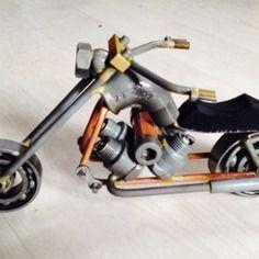 Sculpture moto acier