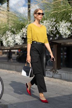 55a8ed6555d 10 Fashion Trends of the Past That Are Making a BIG Comeback in 2019  Ανδρική Μόδα