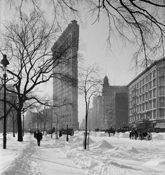 Flatiron and Madison Square Park in the snow. http://nycpast.tumblr.com/post/72026258953