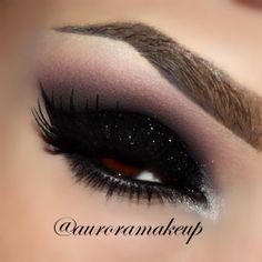 Black Eye Makeup, Smokey Eye Makeup, Skin Makeup, Smoky Eye, Dark Angel Makeup, Makeup Eyeshadow, Makeup Goals, Love Makeup, Makeup Tips