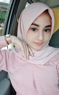 Sahenshah's media content and analytics – Hijab Fashion Beautiful Hijab Girl, Beautiful Muslim Women, Big Fashion, Hijab Fashion, Video Hijab, Yoga Poses For Two, Muslim Beauty, Turkish Fashion, Girl Hijab