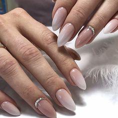 Beautiful wedding nails that you need to see - Nageldesign & Nailart - Wedding Gel Nails, Wedding Toes, Wedding Nails Design, Bridal Nails, Wedding App, Wedding Nails For Bride, White Nail Art, White Nails, Pink Nails