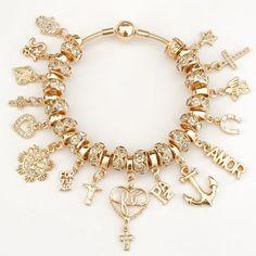 """2,732 curtidas, 57 comentários - Samiabijouterias (@samiabijouterias) no Instagram: """"Pulseira e Berloques da virada Vem 2018. Compras: WhatsApp (19)997712200 Site:…"""" Stylish Jewelry, Cute Jewelry, Luxury Jewelry, Jewelry Accessories, Jewelry Design, Pandora Bracelets, Pandora Jewelry, Jewelry Bracelets, Jewelery"""