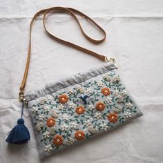 𓅯 Embroidery bag envelope_onlineshop Embroidery Purse, Hand Embroidery Stitches, Hand Embroidery Designs, Flower Embroidery, Japanese Embroidery, Fabric Bags, Small Bags, Handmade Bags, Purses And Bags