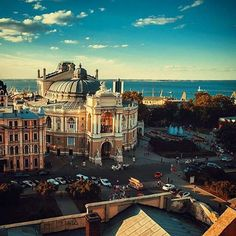 1.5 saatlik uçuş mesafesindeki Odessa, haftasonu kaçamağı için vizesiz olarak seni bekliyor! #odessa #ukraine #ukrayna Odense, Big Ben, Ukraine, Mansions, House Styles, Building, Travel, Home, Viajes