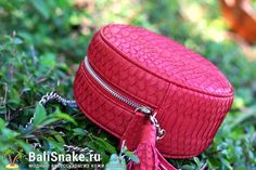 Круглые сумочки из натуральной кожи питона от BaliSnake.ru. Фурнитура золото, на…