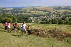 Randonnée dans les monts de Lacaune. De la nature, du patrimoine et de beaux paysages. Plusieurs circuits pour parents et enfants. http://www.tourisme-montsdelacaune.com