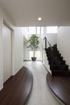 玄関を楽しむ家 | 作品集 | 千葉の注文住宅なら スタジオ・チッタ Apartment, Interior Design, House, Home, Interior, Apartment Entrance, Entrance, Home Decor, Cool Apartments