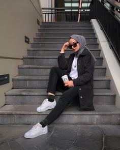 57 Ideas For Photography People Dark Models Tesettür Mont Modelleri 2020 Modern Hijab Fashion, Street Hijab Fashion, Hijab Fashion Inspiration, Muslim Fashion, Modest Fashion, Fashion Outfits, Dark Fashion, Fashion 2020, Fashion Fashion