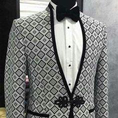 Indian Men Fashion, Mens Fashion Suits, Mens Suits, Man Dress Design, Couples African Outfits, Suit Combinations, Designer Suits For Men, Tuxedo For Men, Men's Tuxedo