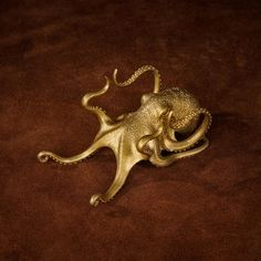 This octopus phoneholder is currently sold out, but you can still preorder if you really love it.Each piece is handcrafted by our skilled artisans and due to the complexity of this design the production period is about 15-20 working days. We would greatly appreciate your patience and understanding as we work to meet de Tentacle, Greek Mythology, Octopus, Product Launch, Bronze, Patience, Period, Meet, Phone Stand