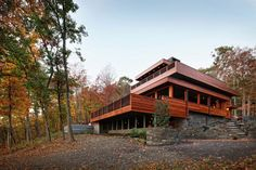 Weekend Retreat in New York With a Rustic, Cabin-Like Feel: The RiverBanks House