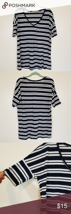 Michael Stars 1/4 Sleeve Tee Super cute striped basic tee. It's a very relaxed fit besides the sleeves which are more fitted. Michael slStars is one size so please see measurements. Measurements  Length 27inches Pit to pit 22 inches  Sleeve 13 inches Michael Stars Tops Tees - Short Sleeve