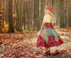 Just now getting around to editing her halloween pictures - wasn't she the cutest little gypsy girl? Bohemian Girls, Bohemian Style, Boho Chic, Gypsy Life, Gypsy Soul, Boho Gypsy, Girl Costumes, Halloween Costumes, Costume Ideas