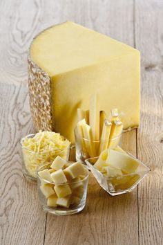 Cantal Cheese: Ripened months, it is called Expired young Cantal. months it becomes Cantal Entre Deux. Beyond 8 months it becomes Cantal Vieux. Kinds Of Cheese, Milk And Cheese, Wine Cheese, Fromage Cheese, Queso Cheese, Cheese Shop, Cheese Lover, French Cheese, Dutch Cheese