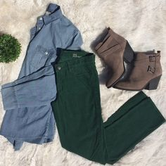 J. Crew Matchstick Cords in Forest Green Size 25 regular. Never worn. No flaws. Accessories not included J. Crew Pants Leggings