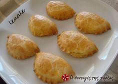 Μπισκοτένια τυροπιτάκια No Cook Desserts, Sweets Recipes, Wine Recipes, Cooking Recipes, Greek Pastries, Bread And Pastries, Greek Cooking, Cooking Time, Greek Recipes