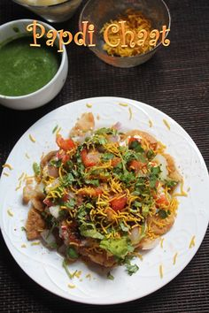 This is one delicious and easy chaat recipe which you can rustle up in few minutes. So easy to put together, but taste really spot on. Top Recipes, Indian Food Recipes, Beef Recipes, Snack Recipes, Ethnic Recipes, Snacks, Dahi Papdi Chaat Recipe, Chats Recipe, Comida India