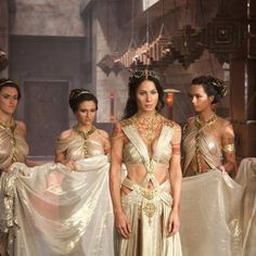 Dejah Thoris From John Carter of Mars portrayed by Lynn Collins.it is like a time warp.interesting how many of these movies hold ancient secrets of the past. Costume Tribal, John Carter Of Mars, Fantasias Halloween, Halloween Kostüm, Movie Costumes, Fantasy Girl, Celebs, Celebrities, Costume Design