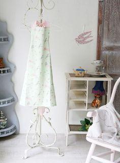 kinofarg エプロン (壁紙柄) - インテリアショップ・キノ Interior shop kino:アンティークオブジェやヨーロッパの家具・雑貨