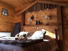 L'Apreski est un gîte entièrement rénové, tout confort et tradition, ambiance montagne à 10 km de La Clusaz et du Grand-Bornand...
