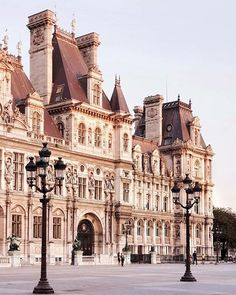 Veranda Magazine, Beautiful Hotels, 12th Century, Paris, Beautiful Buildings, Barcelona Cathedral, Places To Go, Louvre, France